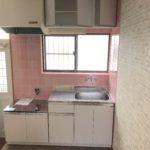 ピンクのタイルが可愛らしいキッチン(キッチン)